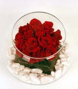 Cam fanusta 11 adet kırmızı gül  Zonguldak çiçek gönderme