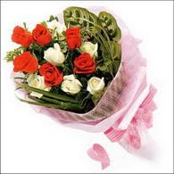5 kirmizi 5 beyaz güllerden   Zonguldak online çiçek gönderme sipariş