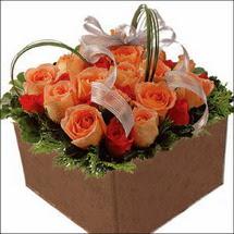 kare sandikta 11 gülllerden   Zonguldak İnternetten çiçek siparişi