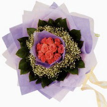 12 adet gül ve elyaflardan   Zonguldak İnternetten çiçek siparişi