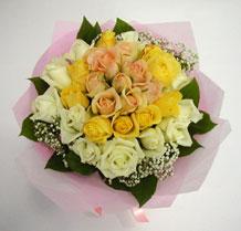 sari ve beyaz gül karisimda   Zonguldak çiçek , çiçekçi , çiçekçilik