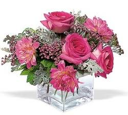 Zonguldak anneler günü çiçek yolla  cam içerisinde 5 gül 7 gerbera çiçegi
