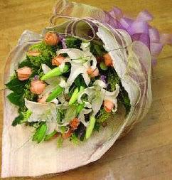 Zonguldak internetten çiçek satışı  11 ADET GÜL VE 1 ADET KAZABLANKA