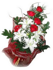 Zonguldak kaliteli taze ve ucuz çiçekler  5 adet kirmizi gül 1 adet kazablanka çiçegi buketi