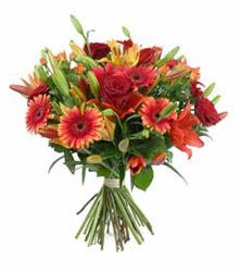 Zonguldak çiçek gönderme  3 adet kirmizi gül ve karisik kir çiçekleri demeti