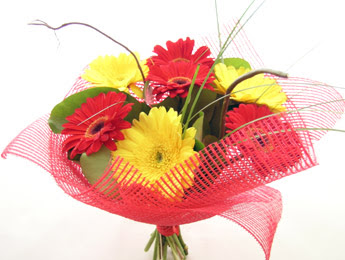 9 adet gerbera çiçeklerinden buket  Zonguldak çiçek satışı