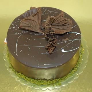 pastaci ustamizdan 4 ile 6 kisilik fistikli çikolatali yaspasta  Zonguldak çiçek servisi , çiçekçi adresleri