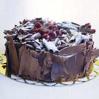 pasta yolla 4 ile 6 kisilik visneli çikolatali yas pasta  Zonguldak çiçek siparişi sitesi