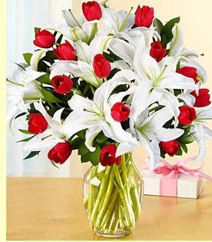 Zonguldak çiçek siparişi sitesi  3 kazablanka 10 kırmızı gül vazosu
