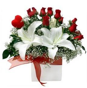 Zonguldak İnternetten çiçek siparişi  1 dal kazablanka 11 adet kırmızı gül vazosu