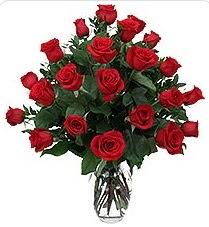 Zonguldak çiçek siparişi sitesi  24 adet kırmızı gülden vazo tanzimi