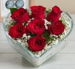 Kalp içerisinde 7 adet kırmızı gül  Zonguldak çiçek gönderme sitemiz güvenlidir