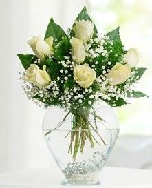 Cam içerisinde 7 adet beyaz gül  Zonguldak anneler günü çiçek yolla