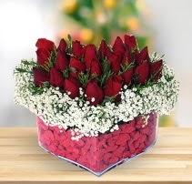 15 kırmızı gülden kalp mika çiçeği  Zonguldak çiçek satışı