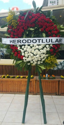 Cenaze çelengi cenazeye çiçek modeli  Zonguldak çiçek satışı
