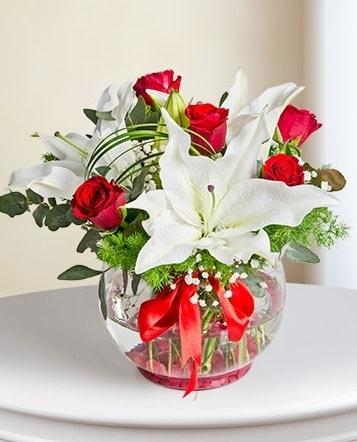 Fanus Vazoda 2 Lilyum ve 5 Gül Dansı  Zonguldak çiçek gönderme