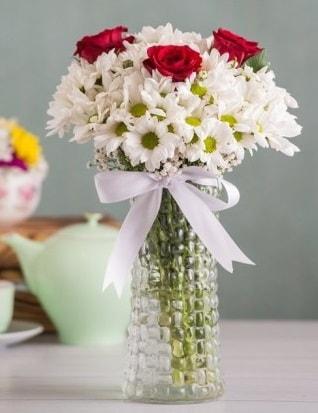 Papatya Ve Güllerin Uyumu camda  Zonguldak çiçek gönderme sitemiz güvenlidir