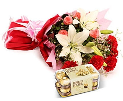 Karışık buket ve kutu çikolata  Zonguldak çiçek , çiçekçi , çiçekçilik